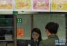 香港邮政开售狗年贺岁生肖邮票 市民排队购买