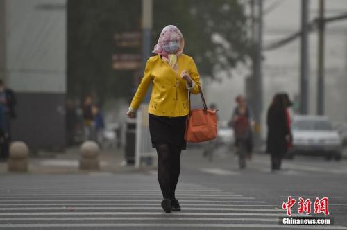 5月4日,北京城区遭沙尘笼罩。<a href=
