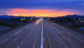 不用担心超速,还能边开边充电——超级高速公路来了!