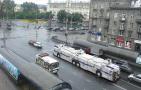咆哮街头的装甲公交