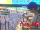 """在江苏宿迁首家无人超市内体验""""刷脸购物"""""""
