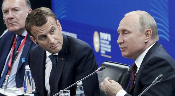 马克龙出席经济论坛听普京发言 花样表情抢镜