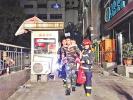 广州一民宅起火 消防成功搜救27名被困群众