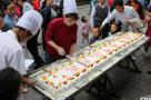 2.4米蛋糕引围观