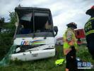 中国游客在加拿大遇车祸1死34伤 伤者称或因司机打瞌睡