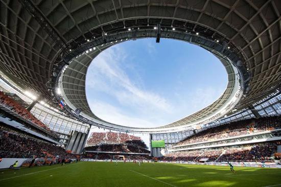 俄罗斯世界杯期间,叶卡捷琳堡体育场将举办四场小组赛。这是叶卡捷琳堡体育场内景。新华社记者吴壮摄