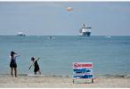 泰国普吉岛海域一旅游船倾覆 数十人失踪
