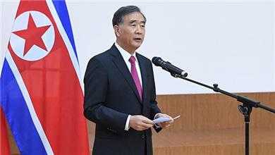 汪洋出席朝鲜驻华使馆国庆70周年招待会