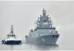习近平会见参加海军成立70周年多国海军活动的外方代表团团长