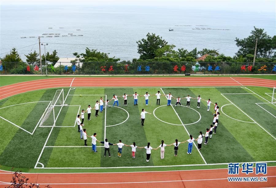 (教师节·图文互动)(1)面朝大海,静待花开——青岛灵山岛学校张丽老师采访笔记