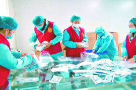 """【河南战疫 我们在行动】浚县志愿者进厂争当""""临时工"""""""