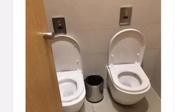 杭州商场出现双马桶厕所 肩并肩还是面对面?