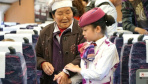 """重庆小女孩体验""""动妹""""值乘工作过儿童节"""