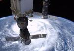 俄法宇航员从国际空间站平安返回地面