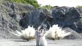 日本夫妻以矿场爆炸为背景来重拍结婚照