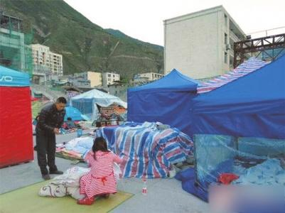 这几天,徐母座和家人住在帐篷内。她说,待允许进入景区后再去帮游客找行李。