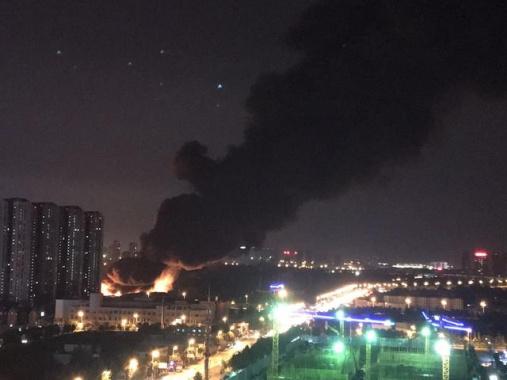 瀋陽渾南西路一垃圾回收廠發生火災 現場火光沖天