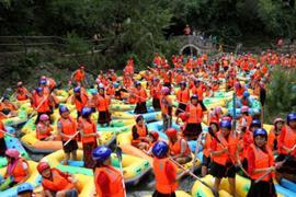 豫西大峽谷遊客組團漂流遭堵 水中跳舞