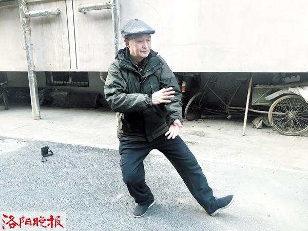 时时彩平台计划群:洛阳77岁牛忠诚义务教太极拳20年收获多