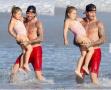 贝克汉姆带女儿玩耍