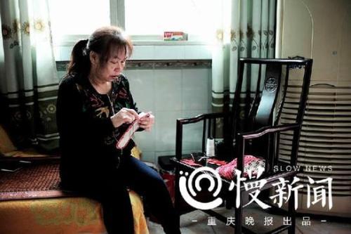△儿子古怒牺牲后的12年间,母亲张兴会将对儿子的浓浓思念,一针一线缝进鞋垫,寄往西藏,送给古怒的战友们。