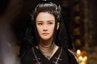 李宇春罕见长发女王造型