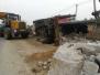 """葫芦岛一""""石头货车""""侧翻 路边两间房被砸塌"""