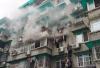杭州体育场路3楼一民房今早起火,10户人家已全部安全撤离