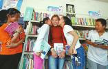 济南村民自建爱心书屋 给孩子一个看书的地儿