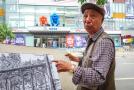 八旬老人用钢笔画沈阳 数万条线条展现故宫步行街全貌
