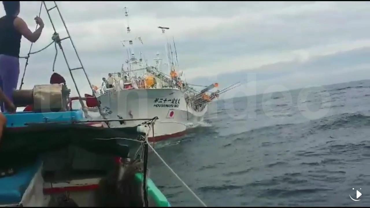 一台湾渔船在钓鱼岛海域被日本渔船撞击 日船逃逸