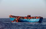 西班牙媒体:难民船折射西方对非洲进行新军事化掠夺