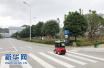 京东快递机器人亮相:它是机动车还是非机动车?