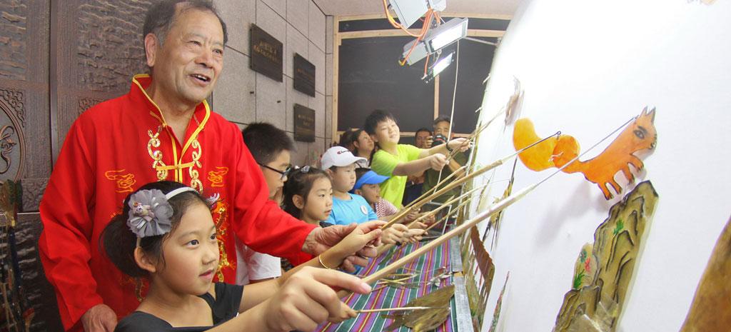 """""""中国传统皮影戏""""艺术展在烟台开展"""