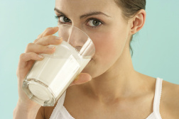 喝奶就是喝毒药?牛奶的真相是什么?