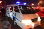 男子凌晨骑电瓶车逆行玩手机,一环卫工被撞倒重伤未脱险