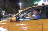 浙江25歲的哥開車時敷面膜,因存安全隱患被公司停運三天