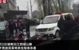 男孩殺母后被釋放學生家長反對其返校 一女子造謠其自殺