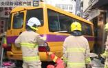 香港一辆校车冲上人行道 造成至少一人死亡多人受伤