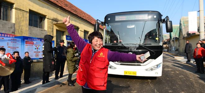 荣成:村村通客车 开到家门口