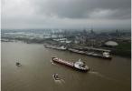 美国挑起对华经贸摩擦损害两国和全球利益