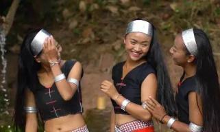 """""""可爱的中国""""之佤族:一个会说话就会唱歌 会走路就会跳舞的民族"""