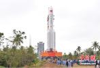 長征五號遙三火箭復飛在即 已垂直轉運至發射區