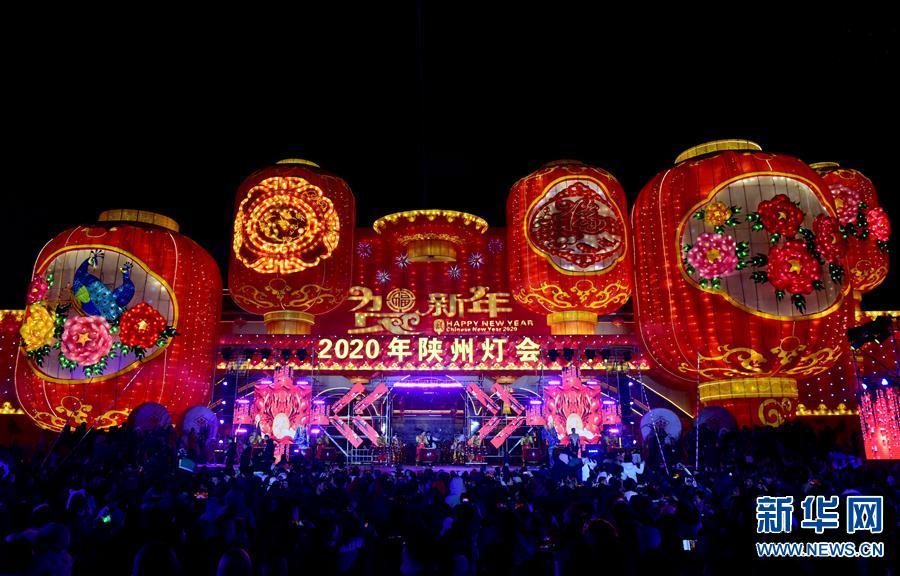 (文化)(1)河南陕州地坑院新年灯会开幕