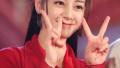组图:迪丽热巴穿红装比V卖萌 笑容甜美心情好