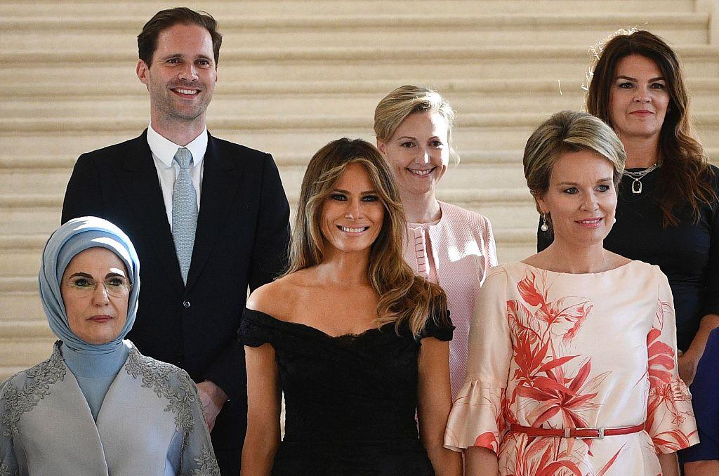 热闹了!北约峰会太太团老妻、娇妻、同性男伴侣齐聚…