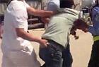 男子持刀沿街砍人