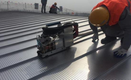 青岛新机场世界最大航站楼不锈钢屋面开始试拼装(图)