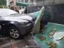 女司机驾驶宝马车失控 撞碎上海精神卫生中心招牌
