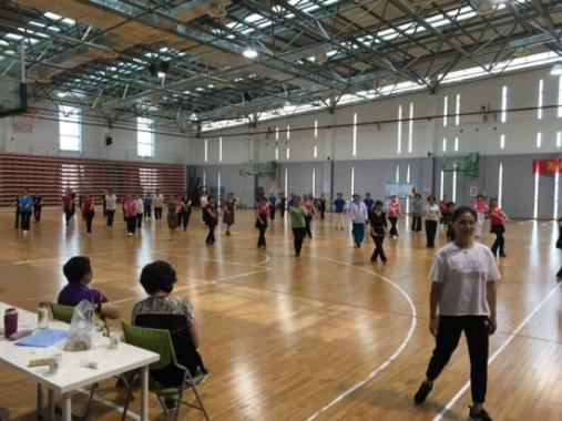 苏州大妈包篮球馆跳广场舞?真相:公益性广场舞培训